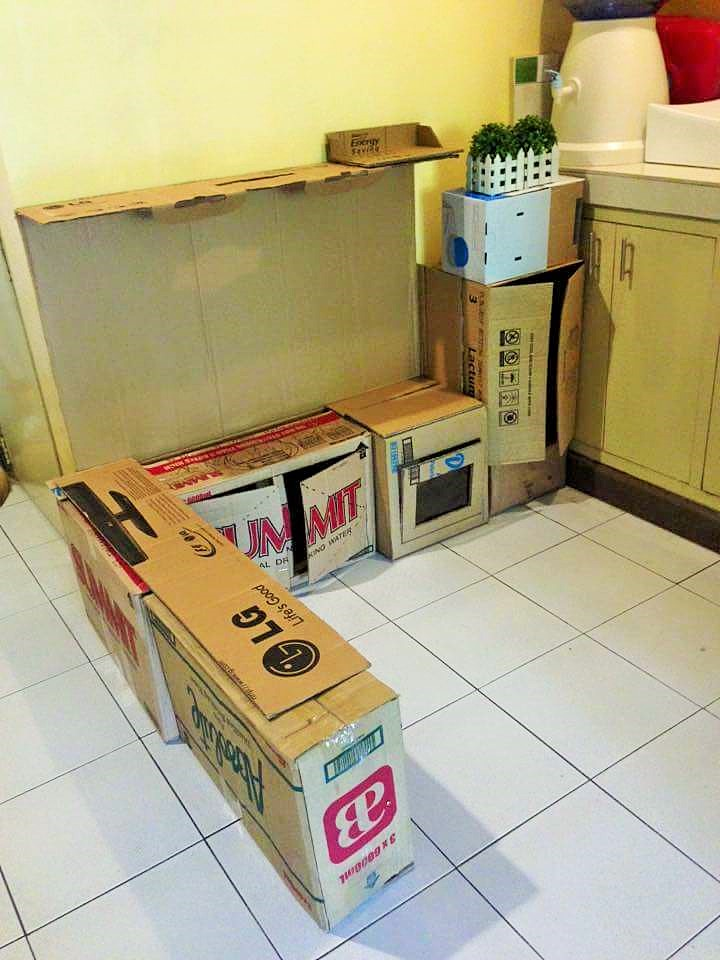 DIY-Play-Kitchen-Made-of-boxes-02