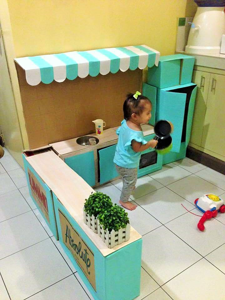 DIY-Play-Kitchen-Made-of-boxes-03