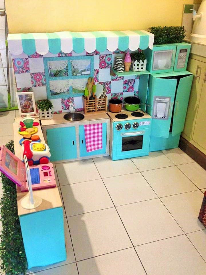 DIY-Play-Kitchen-Made-of-boxes-04