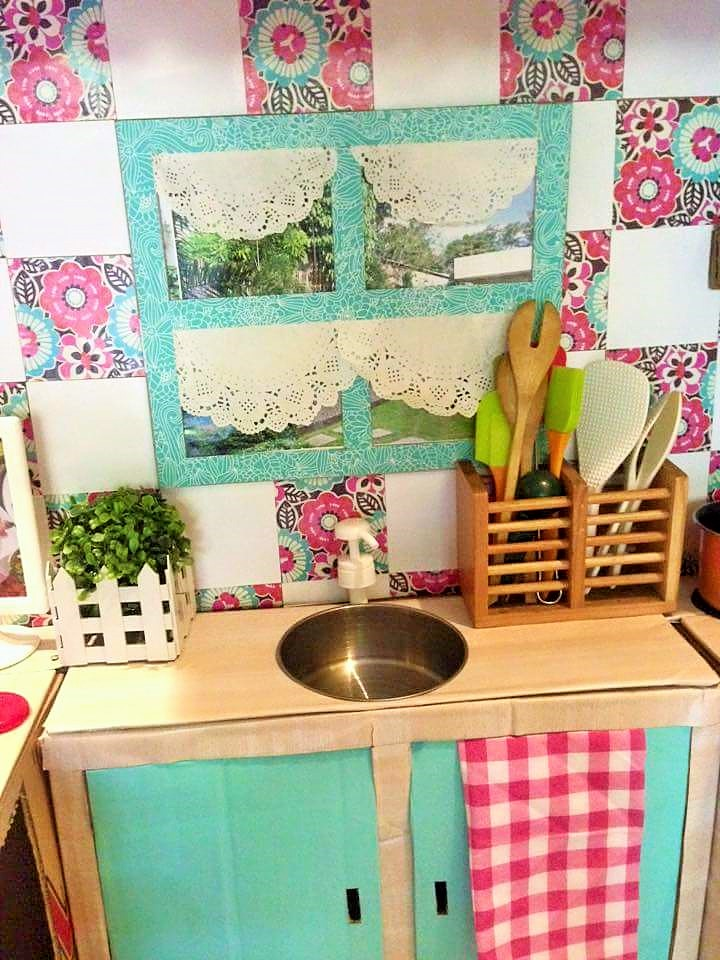 DIY-Play-Kitchen-Made-of-boxes-06