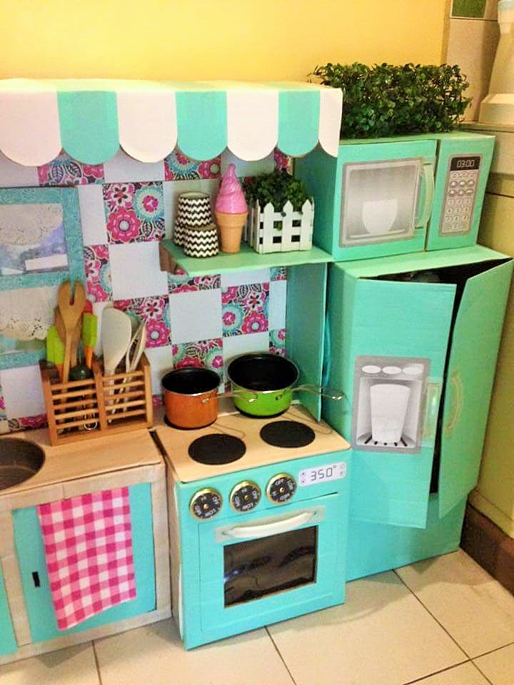 DIY-Play-Kitchen-Made-of-boxes-07