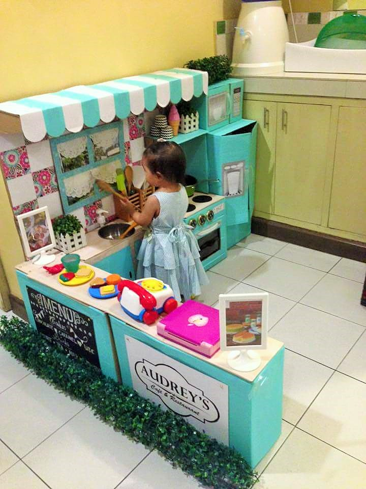 DIY-Play-Kitchen-Made-of-boxes-08
