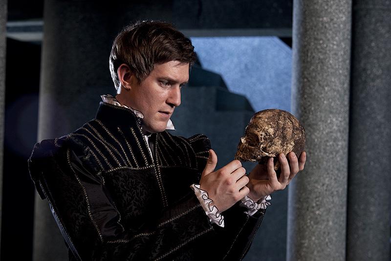 Shakespeare's-Skull-Probably-Isn't-In-His-Grave-1