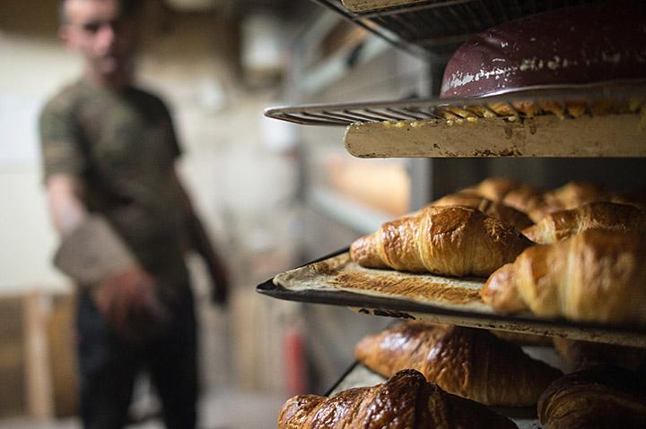 Parisian Baker Sells Bakery for 1€ to Homeless Man