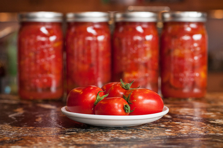 How to Easily Can Tomatoes at Home