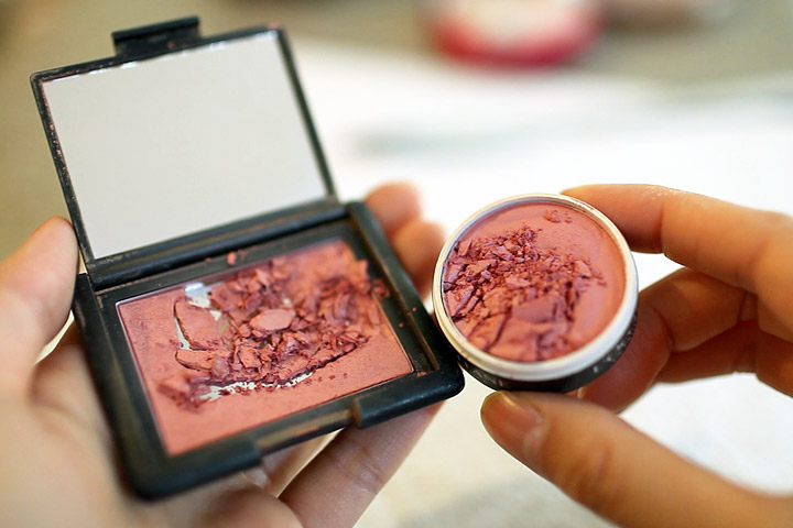 Makeup Tips - How to Fix Broken Blush
